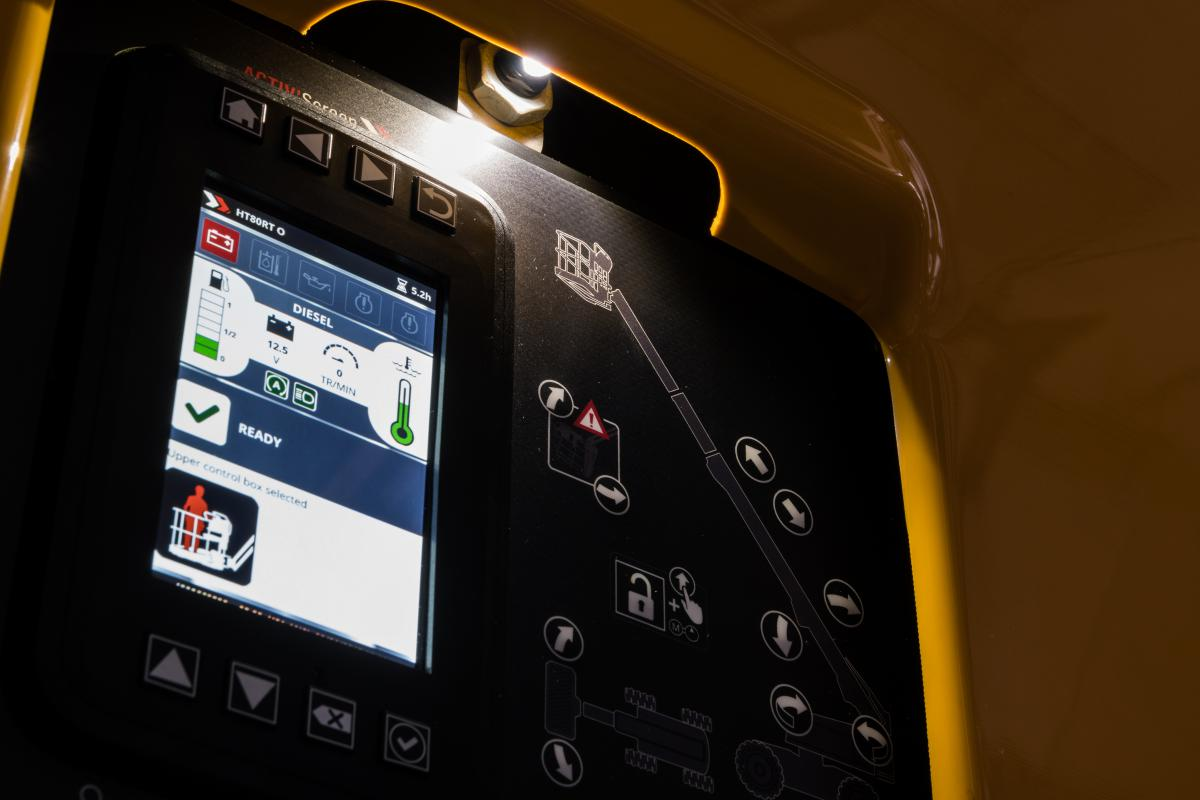 Màn hình hiển thị mã lỗi trên xe nâng người